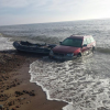 "Poilsiautojus nustebino jūroje mirkstantis ""Subaru"""
