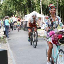Paradas: akį traukė sijonuotos moterys ant dviračių