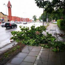 Klaipėdoje praūžė audra, patvino gatvės