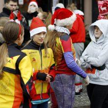 Kalėdiniame bėgime – seneliai, eglutės ir besmegeniai