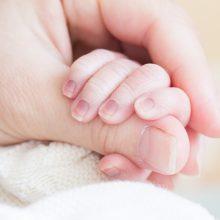 Neblaivus vyras sužalojo kūdikį laikiusią moterį