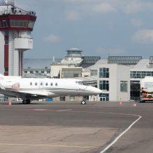 Į Vilnių skridęs lėktuvas dėl žaibų leidosi Minske