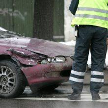 Teisės vairuoti neturinčių vairuotojų avarijose nukentėjo žmonės