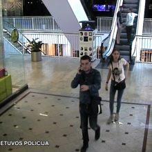 Policija ieško: ši porelė pavogė brangų laikrodį