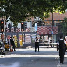 Britanijoje mašinai įsirėžus į pėsčiuosius sužeisti šeši žmonės