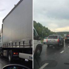 Ant Kleboniškio tilto – vilkiko ir lengvųjų automobilių avarija