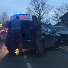 Vaišvydavoje girtas ir agresyvus vairuotojas sukėlė avariją, nukentėjo ir vaikai