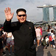 Atsisakyti branduolinio ginklo Kim Jong Unui gali sukliudyti vidinės grėsmės?