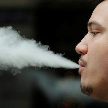 Naujiems rūkaliams tektų ilgokai laukti: svarsto, ar leisti rūkyti tik nuo 100 metų