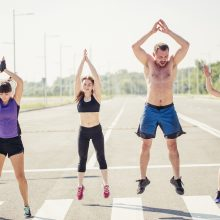 Vasarą svarbu nepamiršti sportuoti: penki smagūs būdai išnaudoti gerą orą