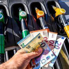Iranas: D. Trumpas – pagrindinis augančių naftos kainų kaltininkas