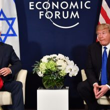 """D. Trumpas Davose: """"Pirmiausia Amerika"""" nereiškia """"vien Amerika"""" <span style=color:red;>(salė nušvilpė)</span>"""