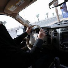 Saudo Arabijoje padegtas moters automobilis