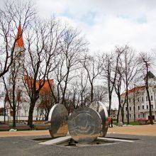 Šiaulių aikštėje planuojama išmontuoti sovietų karius įamžinantį obeliską