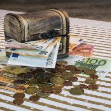 Lietuvoje vyrai dažniau investuoja, moterys – taupo ir planuoja