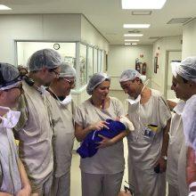 Pirmas kartas: moteris, kuriai buvo persodinta mirusios donorės gimda, tapo motina