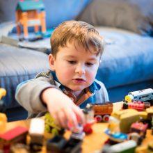 Kambarys – pilnas žaislų: kiek mažiesiems jų reikia, kad pakaktų?