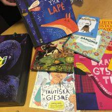 """Akcijoje """"Knygų Kalėdos"""" – knygos, padėsiančios ugdyti vaikų patriotiškumą"""