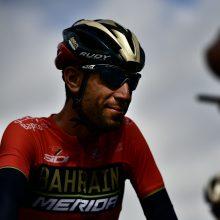 """Po susidūrimo su policijos motociklu V. Nibali iškrito iš """"Tour de France"""""""