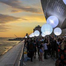 """""""Eurovizija"""" portugalams nepaliko įspūdžio: piktinosi dėl ilgų eilių ir didelių kainų"""