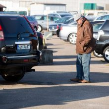 """""""Regitra"""": naudotų automobilių ir jų atliekų srautas nemažėja"""