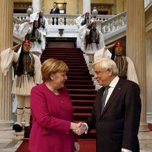 A. Merkel žada Graikijai solidarumą sprendžiant migracijos krizę