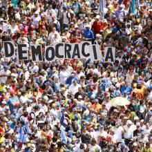 """Kremlius smerkia valdžios """"uzurpaciją"""" Venesueloje"""