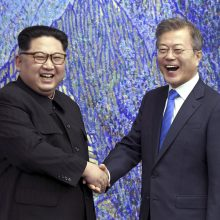 Šiaurės ir Pietų Korėja ketina nutiesti jas sujungsiantį geležinkelį