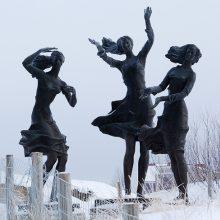 """Šventojoje siekiama atnaujinti """"Žvejo dukrų"""" skulptūrą"""