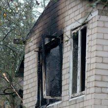 Kauno rajone degė vasarnamis, įtariamas padegimas