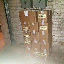 Į Lenkiją pats nežinia ko – latvio sunkvežimyje aptiko 15 dėžių nelegalių cigarečių