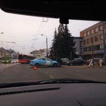 Į avariją Vilijampolėje pakliuvo ir taksi automobilis