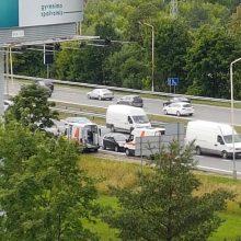 Eismą netoli Kleboniškio tilto paralyžiavo dvi avarijos, yra sužeistųjų