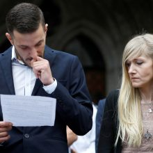Mirtinai sergančio C. Gardo tėvai nebekovos dėl jo gyvybės