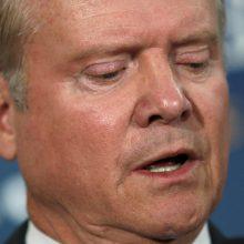 D. Trumpas svarsto buvusio demokratų senatoriaus kandidatūrą į Pentagono vadovus?