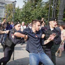 Rusijoje įsisiūbuoja protestai: pareigūnai žmones tramdo areštais