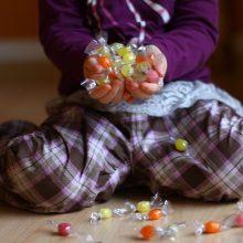 Ką daryti, kad mokykloje pirmoko neviliotų saldainiai?