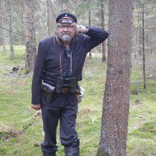 Amplua: R.Čiulkinį pakaunės renginiuose galima pamatyti ne tik grojantį, žygyje partizanų takais Ežerėlio apylinkėse jis įsikūnijo į partizaną.