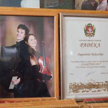 Saugo: D.Skrinskienės namai pilni Augustino ir jos vyro Algimanto Kazimiero apdovanojimų.