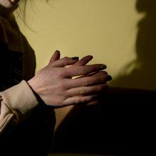 Jaunos merginos gyvenimą paženklino tėvų klaidos