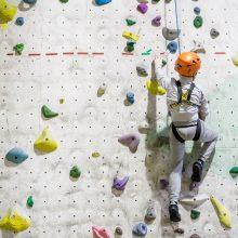 Neįgalieji įrodė savo galią: lipti sienomis – ne kliūtis!