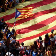 Tūkstančiai ispanų Barselonoje susirinko į eitynes prieš Katalonijos atsiskyrimą