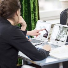Neringos gimnazijoje mokiniai žengia koja kojon su naujausiomis technologijomis