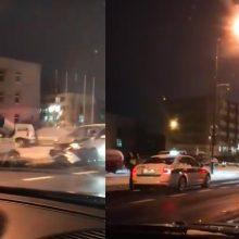 """Per """"Mini Cooper"""" ir """"VW Touran"""" susidūrimą sužalota keleivė ir vairuotoja"""