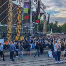 """Pribloškė susidūrimas su """"Ekskomisarų biuro"""" apsaugininke SEL koncerto metu"""