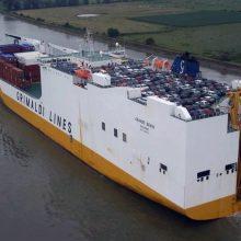 """Persistengta: laive """"Grande Benin"""" siekta suderinti automobilio ir konteinerių vežėjo paskirtį."""