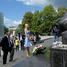 I. Trump apsilankė Varšuvos geto memoriale