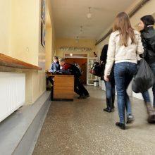 Mokykloje sumuštas berniukas, iš jo atimtas telefonas