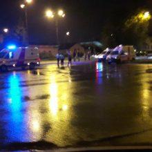 Šiauliuose BMW perėjoje partrenkė du žmones ir pabėgo