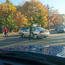 """Avarija K. Petrausko gatvėje: """"Taxify"""" automobilis partrenkė motociklininką"""
